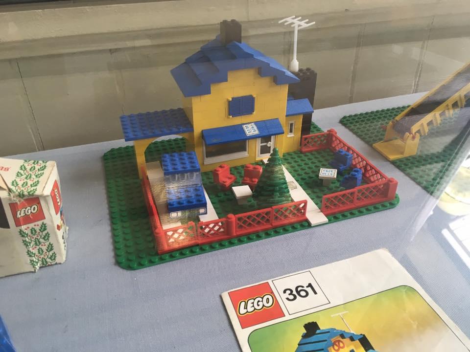 Vintage LEGO house